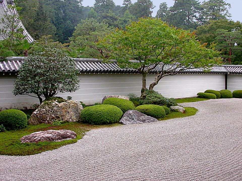 Small zen garden design photograph zen garden for Japanese garden designs for small gardens