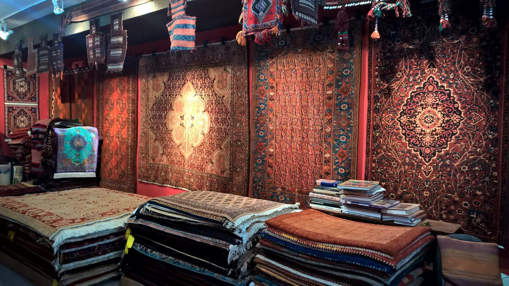 Pealac Rugs store