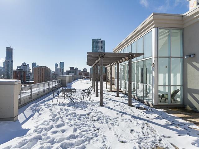 18 roof top deck