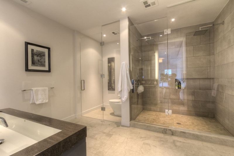 500 Wellington Street West Suite 801 Toronto Central Toronto: ensuite to master bedroom