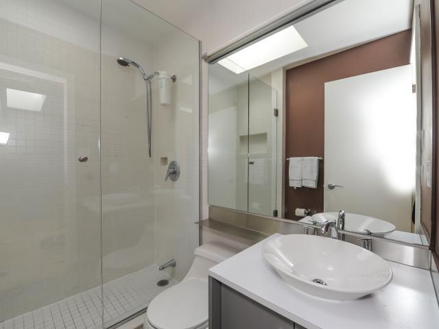 35_bathroom1